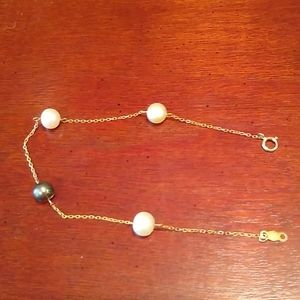 10 kt yellow gold with white, black pearl bracelet